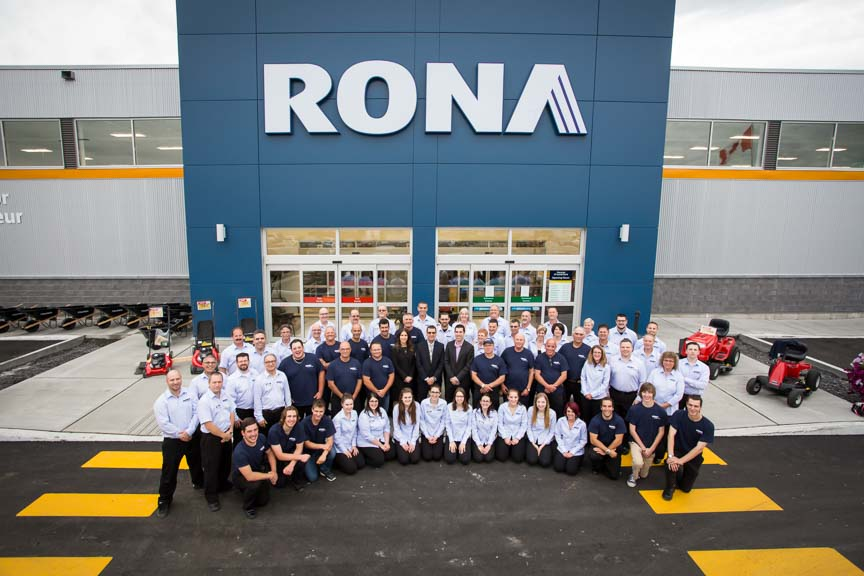 Rona Rockland Lalonde Team in front of store